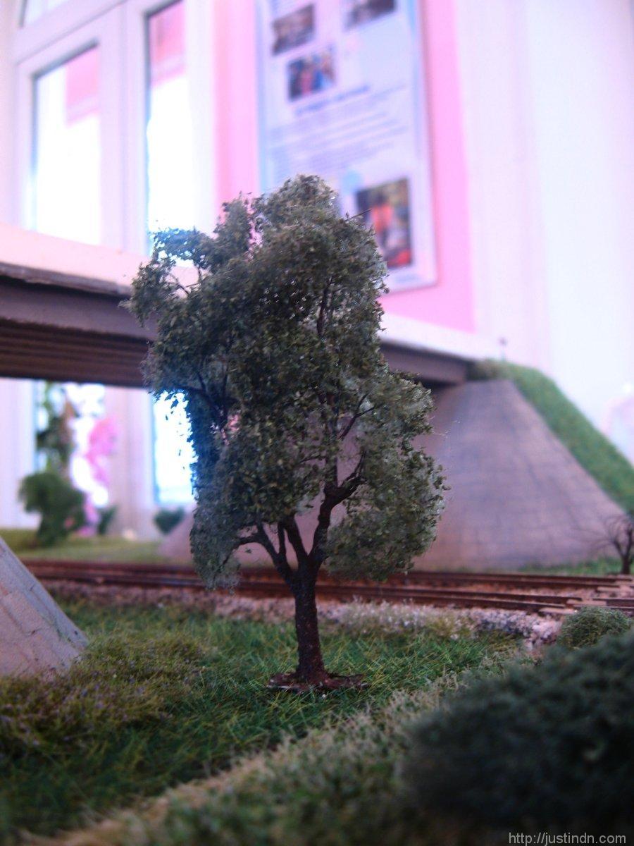 third_railroad_model_exhibition_trees_82314