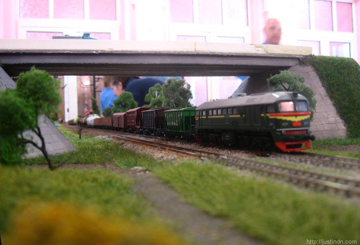 third_railway_model_exhibition_green_01