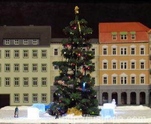 Новогодняя площадь в ТТ (1:120)